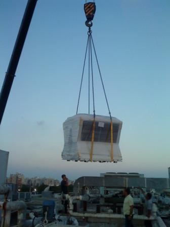 34821_הנפת צילר 100 טון קירור לגג מסעדת נאפיס